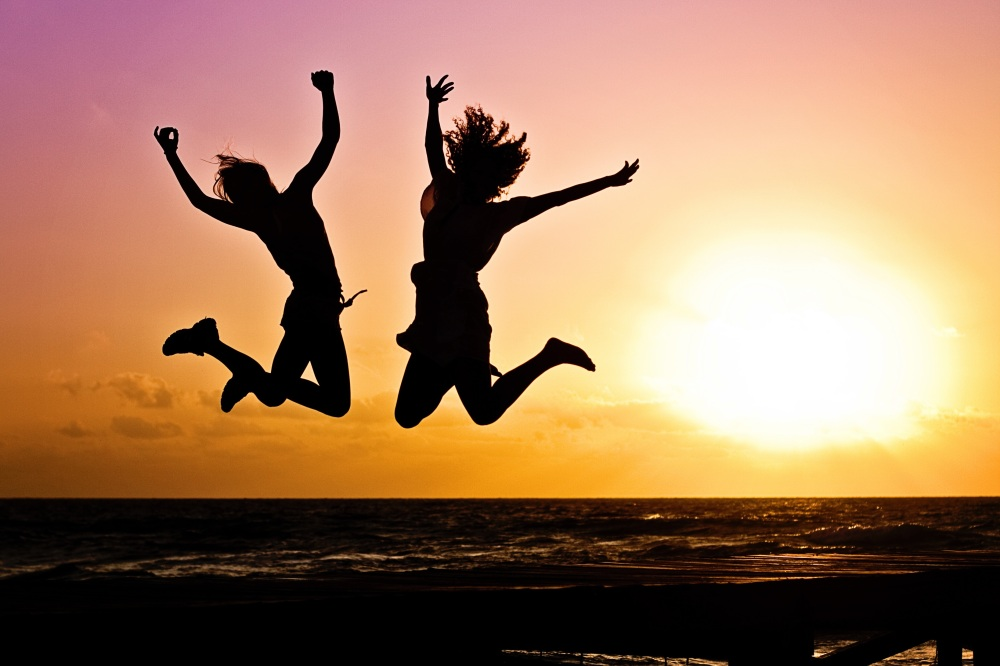 Happy-jumping-couple